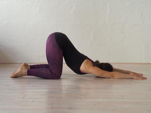 Yin Yoga in der Schwangerschaft - Anahatasana - das schmelzende Herz. Mama Yoga Blog MOMazing