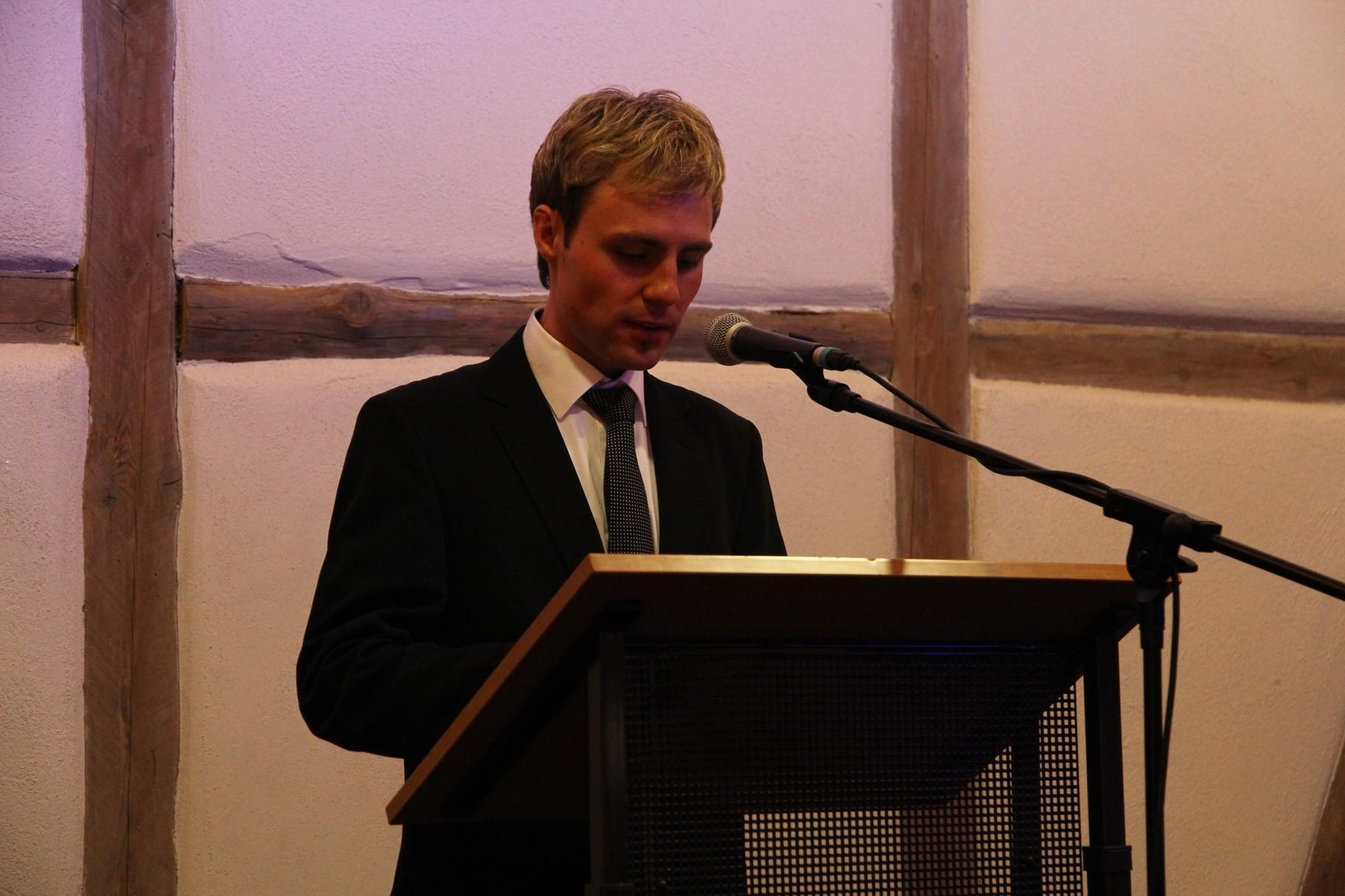 Pfarrgemeinderat Philipp Galm bei der Begrüßungsansprache