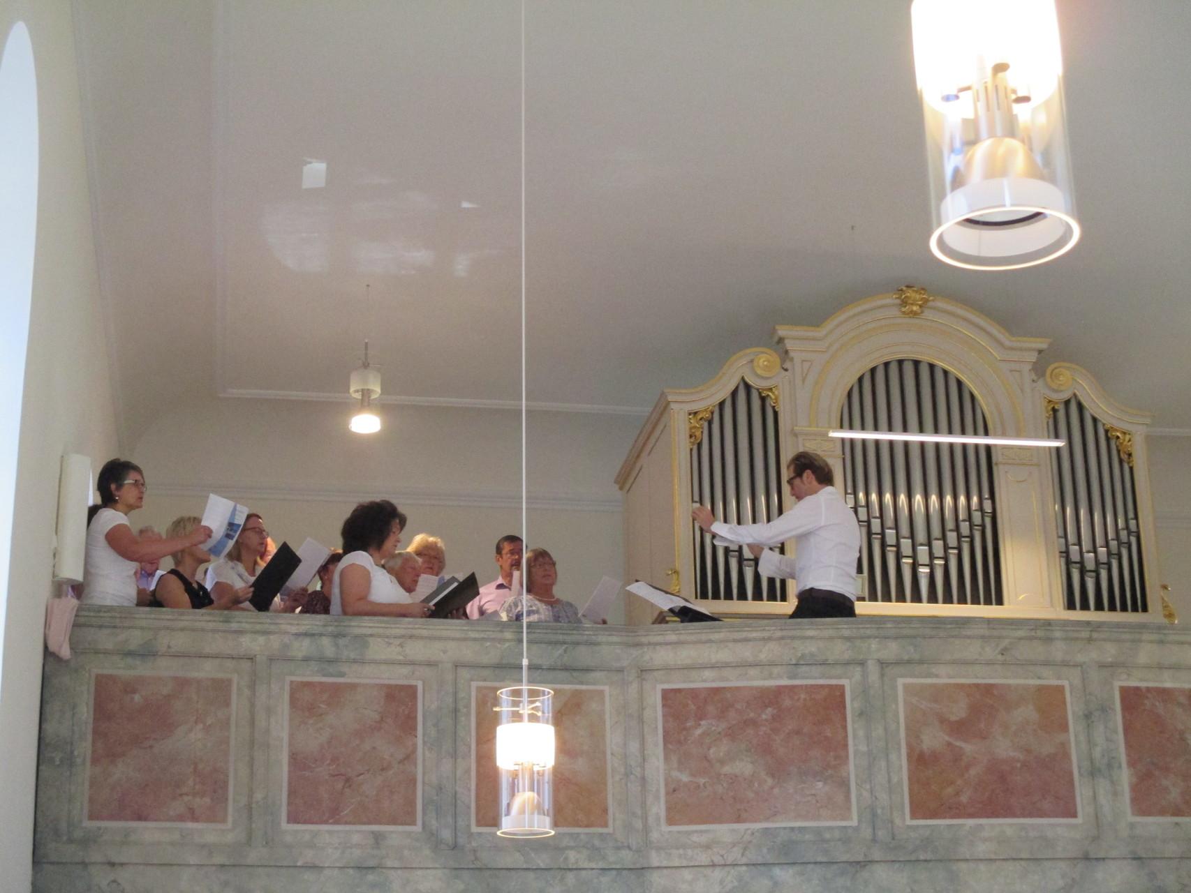 """Der Singkreis """"Mixed generation"""" gestaltete den Gottesdienst mit"""