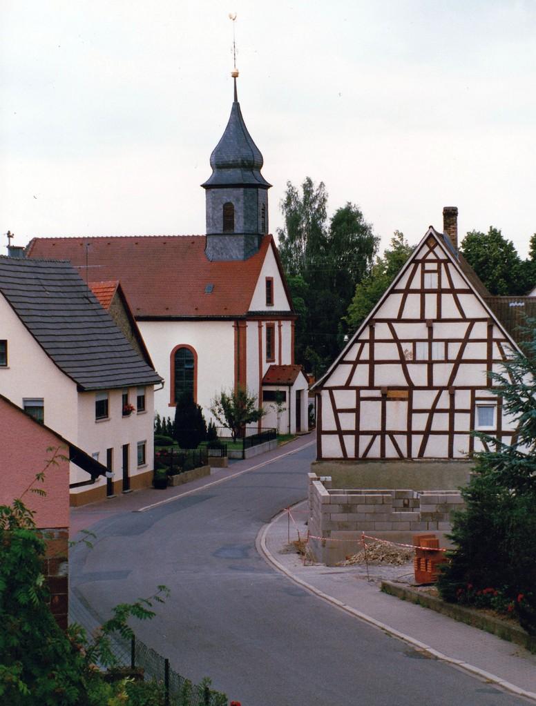 Abb. 2: Ansicht von Richtung Friedhof her (Foto: Dieter Hofmann)