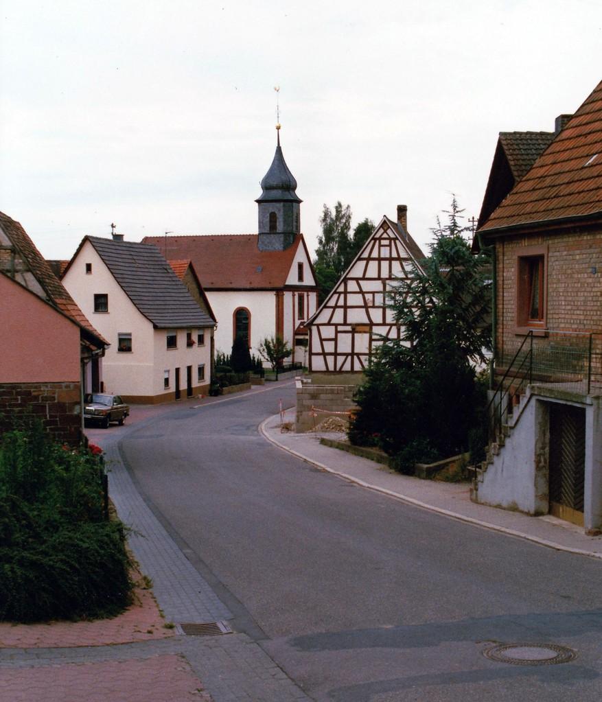 Abb. 1: Ansicht von Richtung Friedhof her (Foto: Dieter Hofmann)