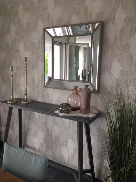 Konsole von Gervasoni mit Spiegel beim  Essbereich