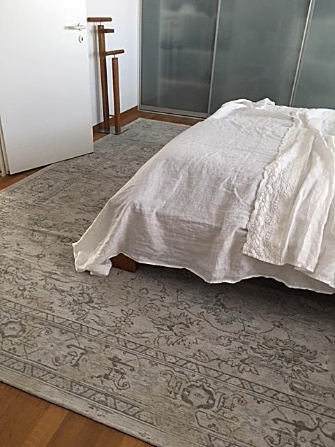 neuer Teppich und Leinen Bettüberwurf von Arte Pura