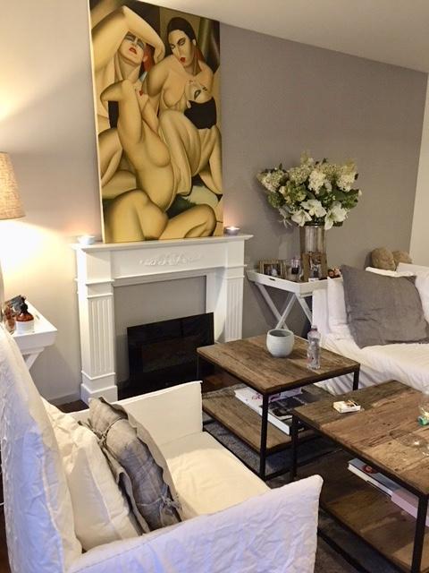 Wohnzimmer mit Altholz Eisentischen