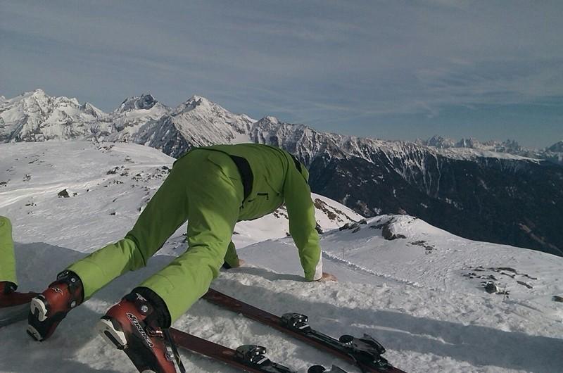 Nein - Kein Liegestütz auf der Sonnklarhütte - hier ist ein Ski abgestürzt