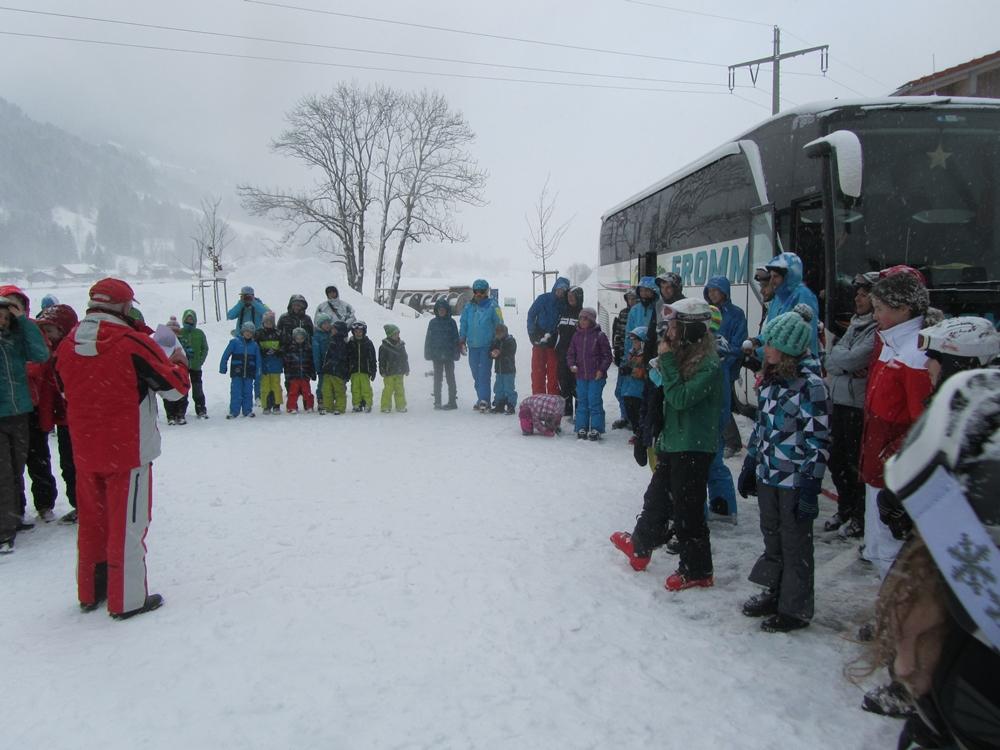 Abschluss vor dem Bus