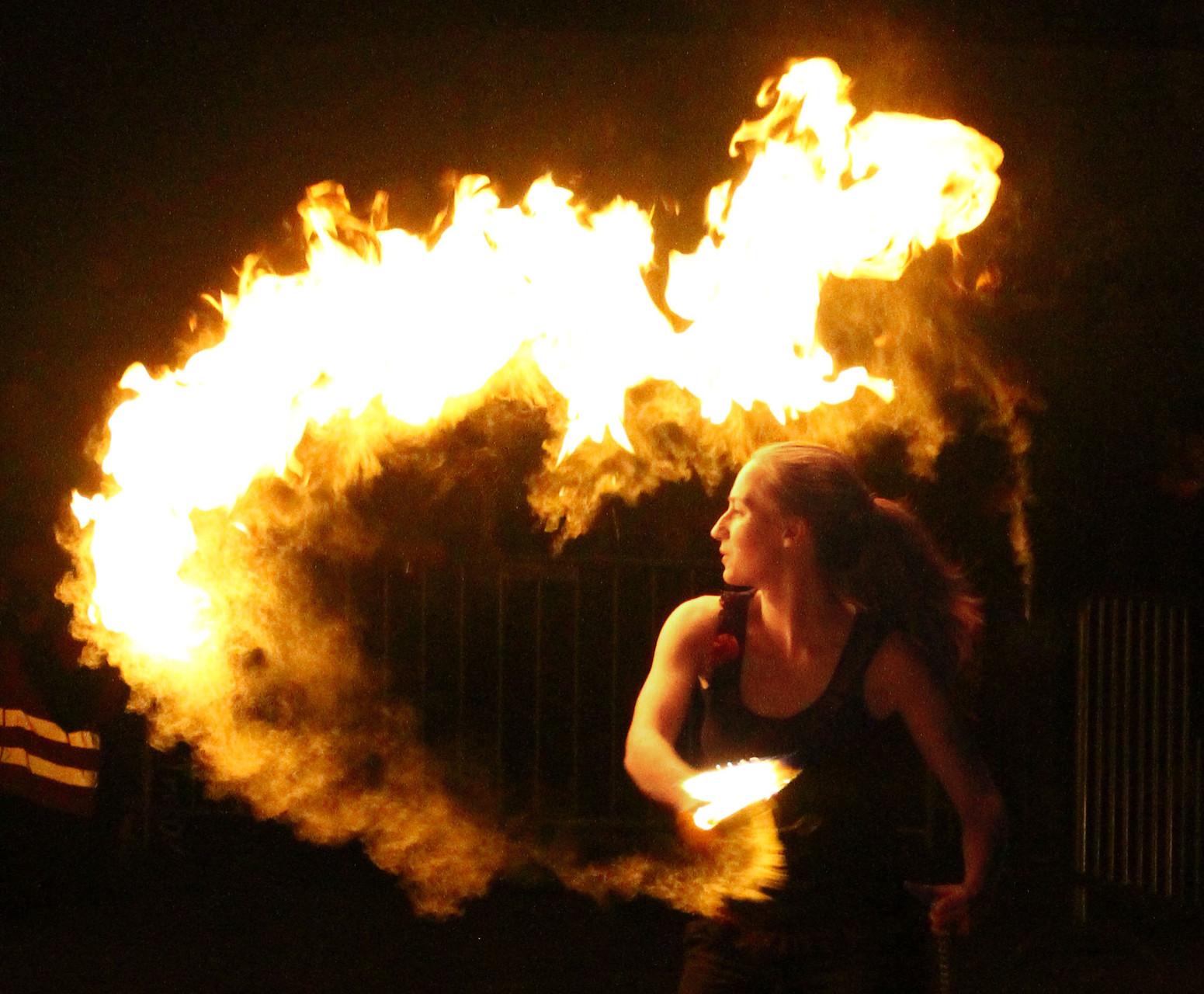 Feuershow mit Action,