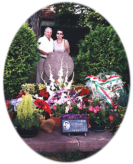 José y su esposa Silvia. Tumba de Luis Mariano