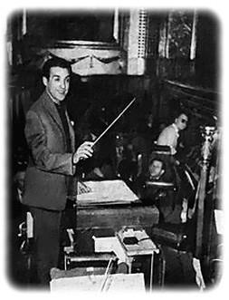 Mariano s'amusant à diriger l'orchestre