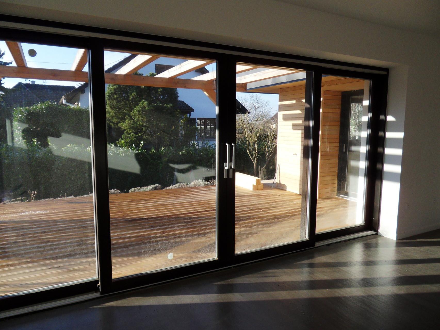 Des terrasses périphériques permettent de créer des relations intérieur-extérieur à tout point de la maison