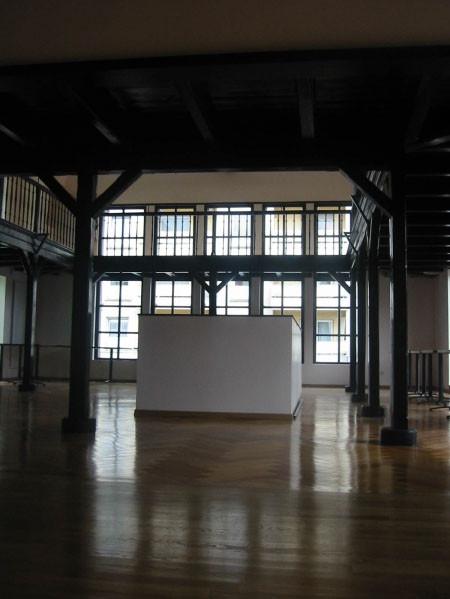 Grande salle au 1er étage et mezzanine périphérique