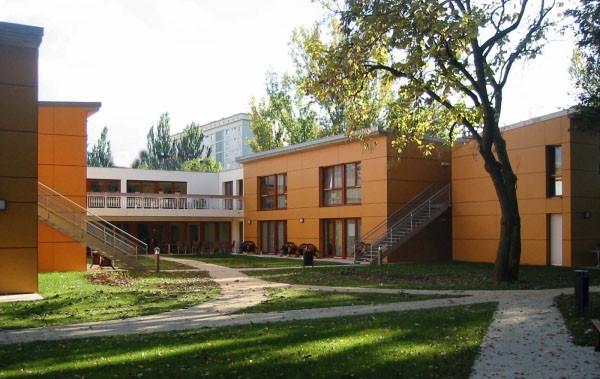 Salle de restauration entre 2 unités de vie