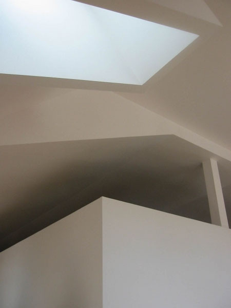 Jeu de volumes dans les combles - plafonds de la grande salle et de la mezzanine