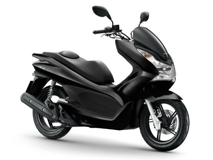 1 scooter Honda PCX pour formation 125 cm3