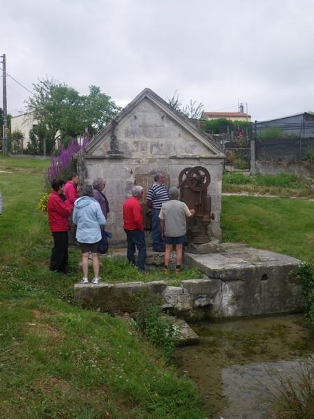 Une des sources qui alimentent la Fontaine Royale