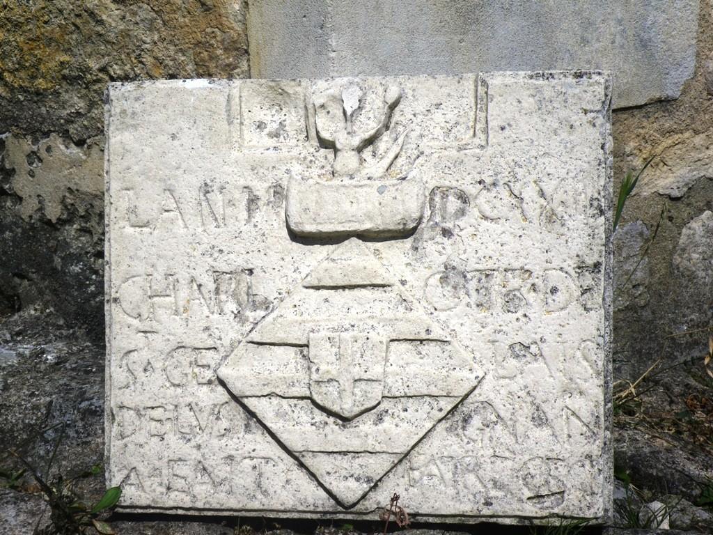 « LAN MDCXXIIII [1624] / CHARLOTE DE / ST GELAIS / DE LVSIGNAN / A FAIT FAIRE CECI »