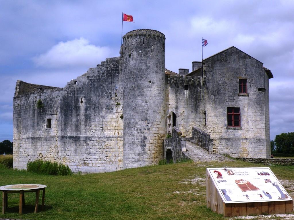 Le château de St Jean d'Angle