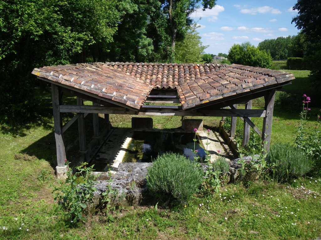 Lavoir en impluvium de Sept Fonts