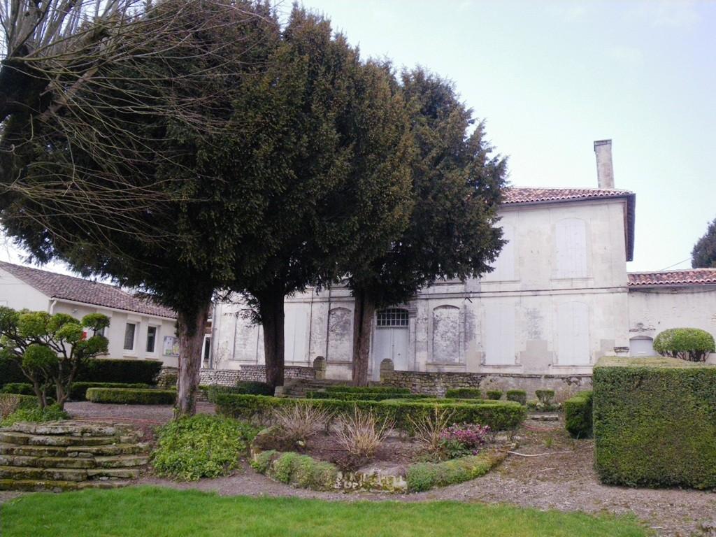 L'ancien presbytère de Salles d'Angles