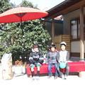 松井邸宅前にて