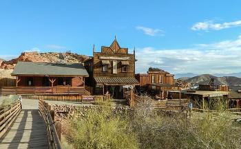 西部開拓時代をイメージした観光地の画像