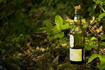 ラガヴーリン16年のボトル画像