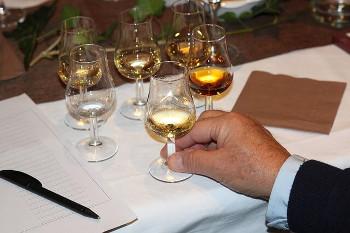 ウイスキーのテイスティング画像