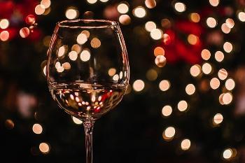 白ワインのグラス画像