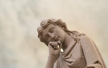 天使の彫像の画像