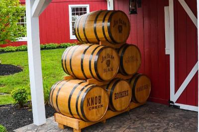ジムビームなどのクラフトバーボンの樽画像