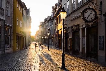 都会の朝の画像