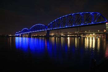 Louisville ルイビルとインディアナ州にかかる橋