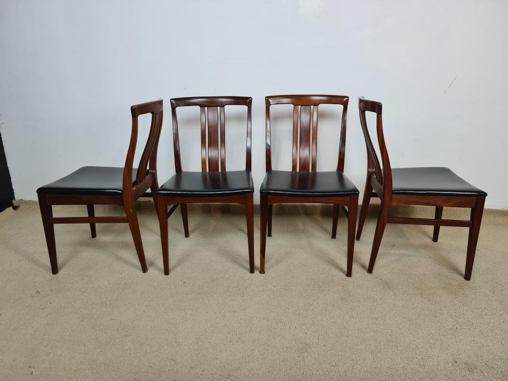 4 chaises en teck 1970