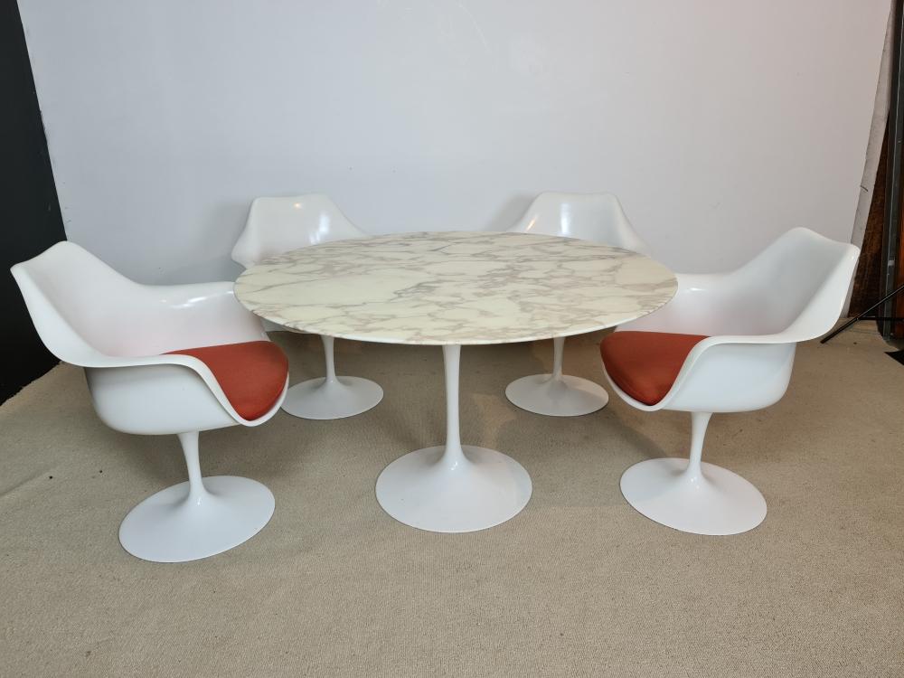 Eero Saarinen Table tulipe et 4 fauteuils pivotants édition Knoll international