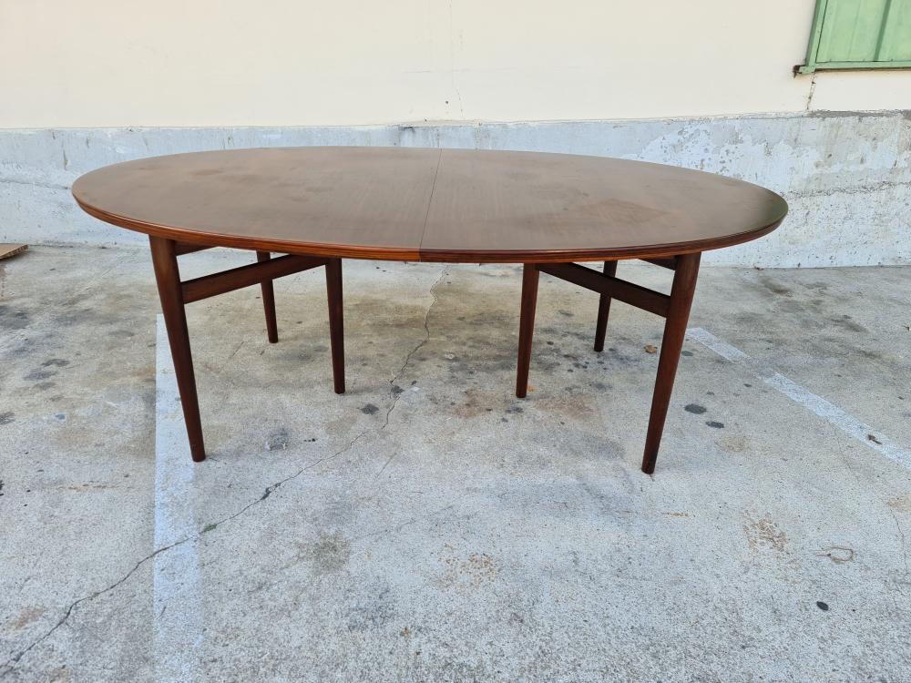 Grande Table en palissandre modèle 212 d Arne Vodder pour Sibast
