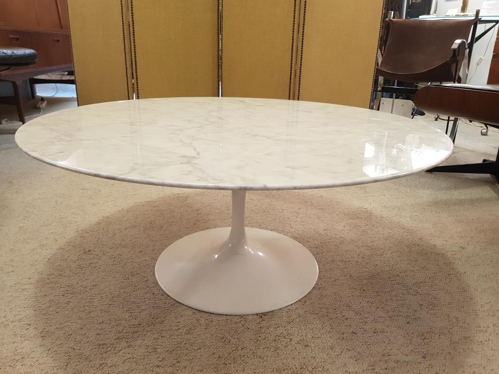 Eeero Saarinen Table basse ronde édition Knoll marbre carrare