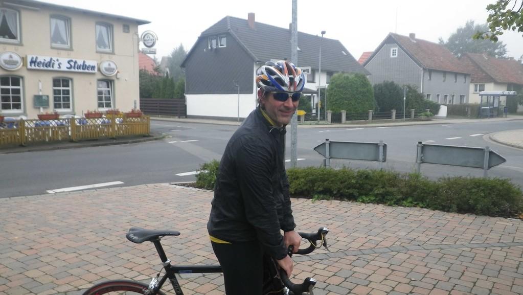 Morgens halb zehn in Deutschland, irgendwo im dichten Nebel Niedersachsens lauert dieser Unhold und will uns zu Höchstleistung trimmen..
