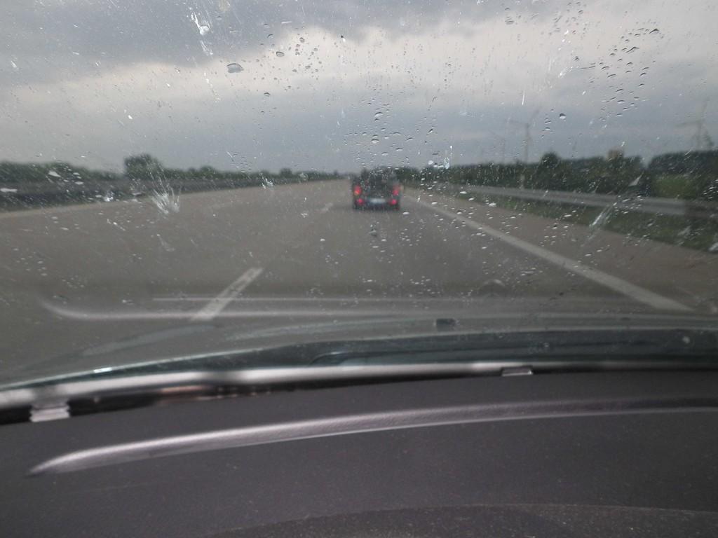 geht nach 3,5 stündiger Autofahrt und Gewitterschauern zu Ende.Regen(eration) ist angesagt.Gut Nacht!!!