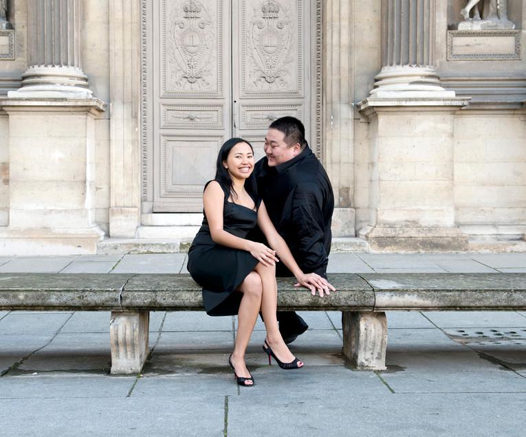 a Paris Photographer - Musée du louvre - Couple Paris photography