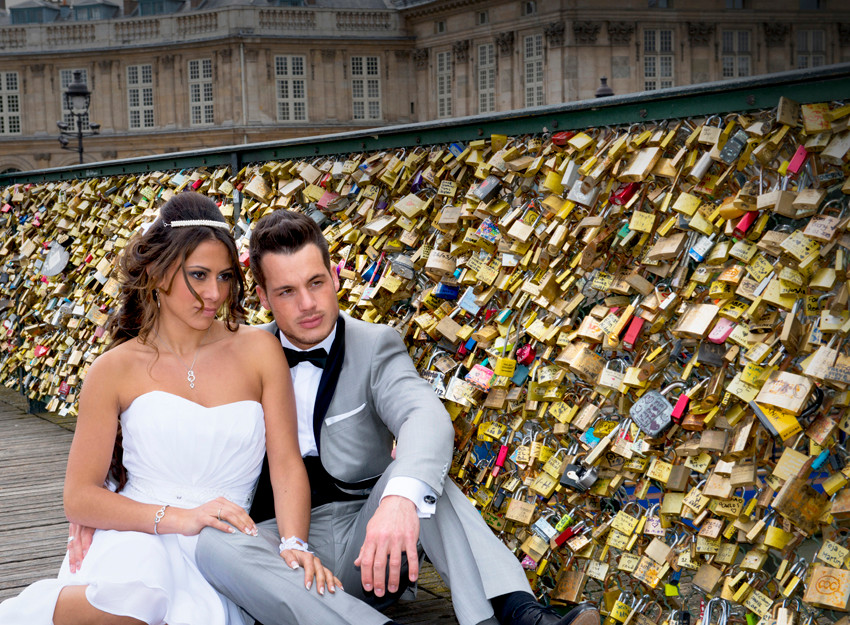 A Paris Photographer - The bridge of Love in Paris - Weddings photography