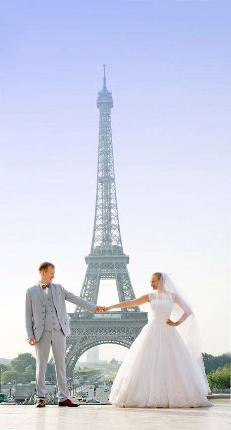 A paris Photographer - Wedding Paris photographer - Eiffel Tower