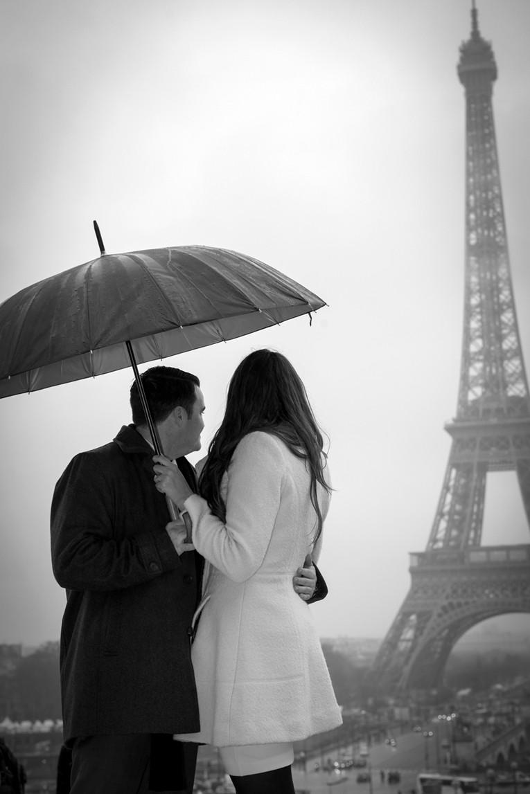 A Paris Photographer - A engagement paris  photography at the Eiffel tower