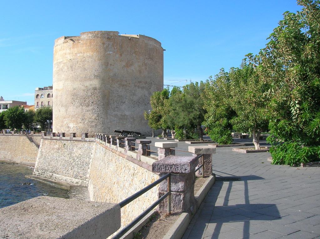 Lungomare con Torre di Sulis