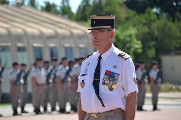 Le colonel BERTOGLI, chef de corps du 25e RGA
