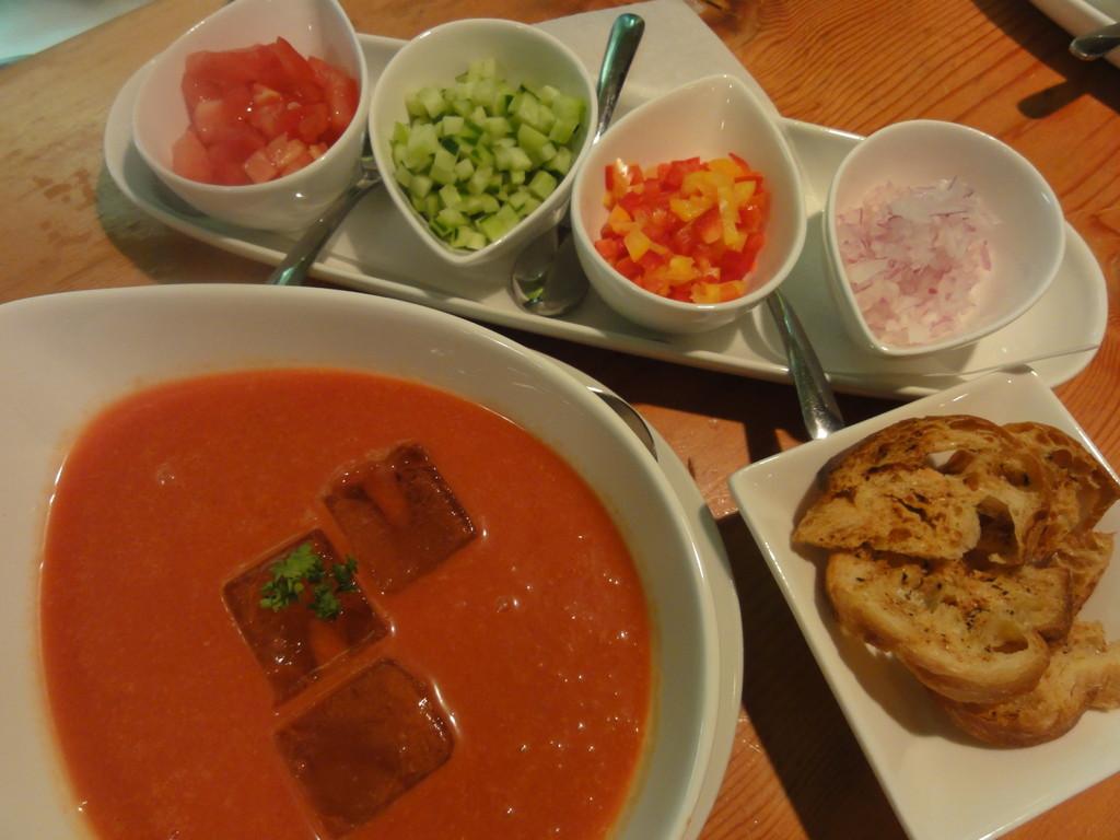 ガスパチョ アンダルーサ(アラビア語で濡れたパン)夏の冷製スープ7月から9月まで販売