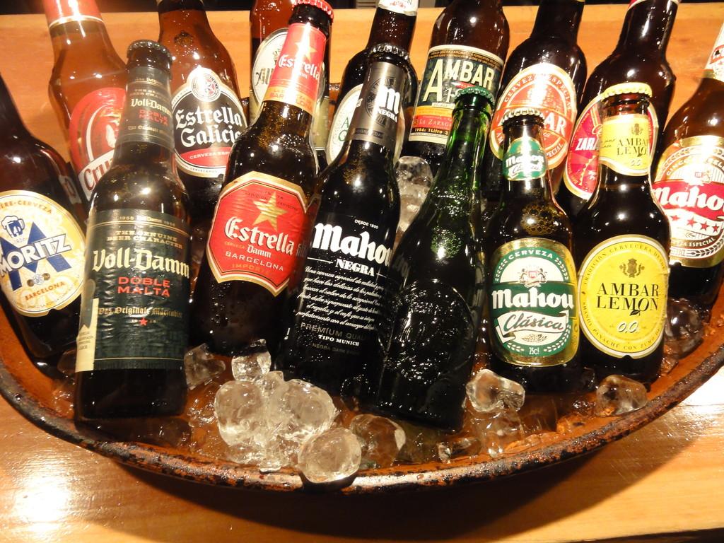 ティオペペでは各地方のスペインビールがご来店をおまちしております どれにするか?ワクワクしますね