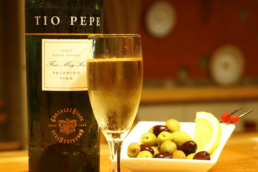 世界的に有名なシェリー酒 ティオペペとタパス(おつまみ)で乾杯!