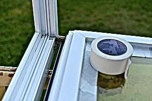 Vor der Renovierung mit Bergotec Kunststoff-Fenster-Lack -Reinigung und Gummidichtungen abkleben