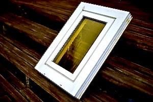 Verschmutztes Kunststoff-Fenster vor der Renovierung mit Bergotec Kunststoff-Fenster-Lack