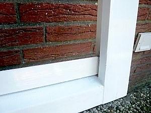Altes Holzfenster mit Bergotec Venti Holzlack-System 4 in 1 vorgestrichen